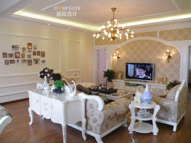 含客餐厅欧式吊顶.含电视背景墙,含沙发背景墙,含欧式顶角石膏线.